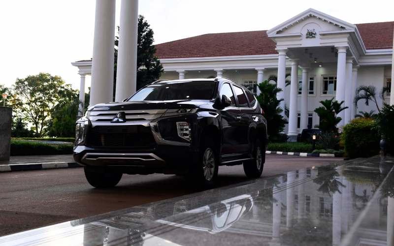 Photos: Museveni gifts retired Uganda goalkeeper sleek car