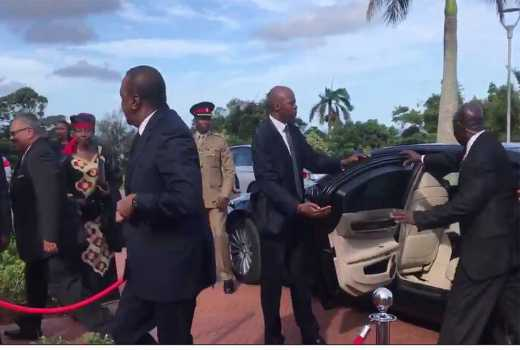 Video: Security detail lapse? Uhuru almost falls as door knocks him on arrival in South Africa
