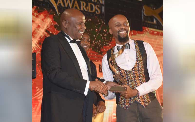 Baringo Senator Gideon Moi presents award to Mugam