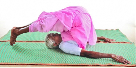 98-year-old granny, flexible like a rope, agile as a monkey