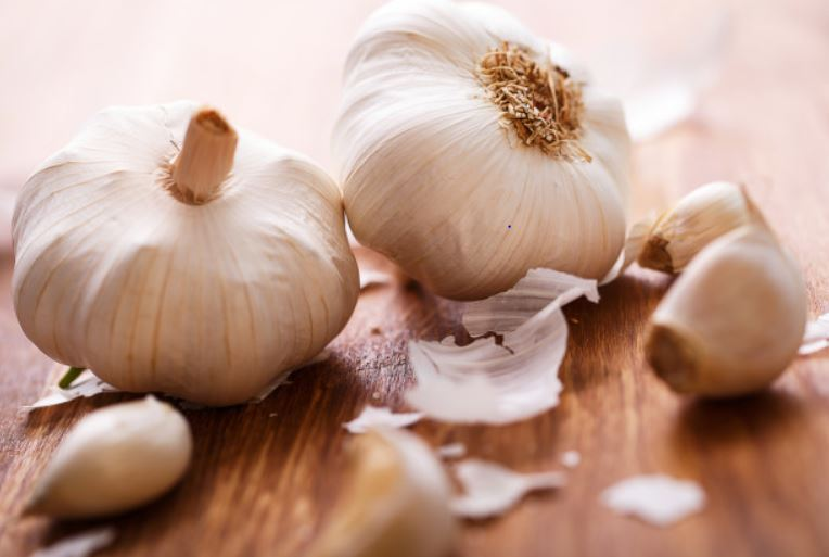 Easy hack to peel garlic in seconds shows we've all been doing it wrong