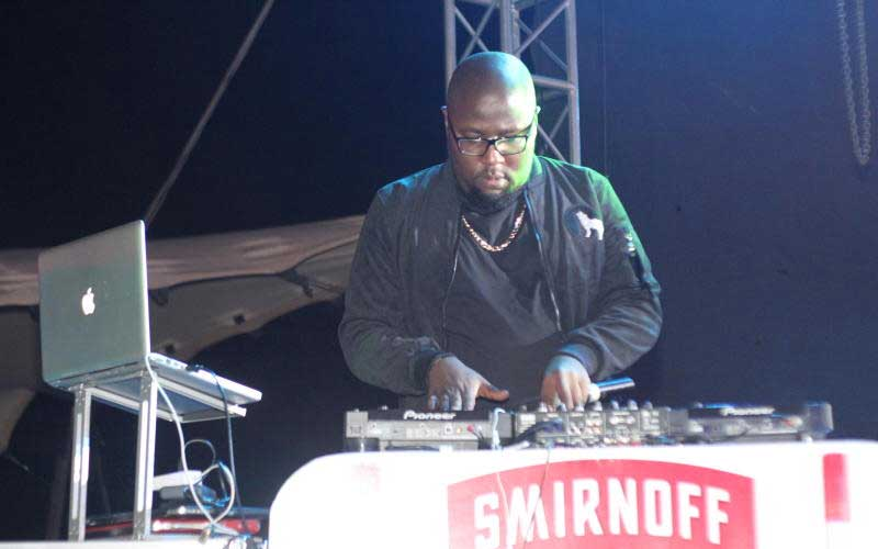 Dj Exclusive during the Smirnoff Battle of the Bea
