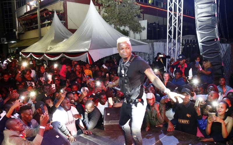 Tanzanian Rajab Abdul Kahali alias Harmonize perfo