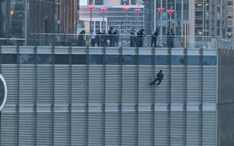 Man dangles from Trump Tower by rope 'demanding to speak to US President'