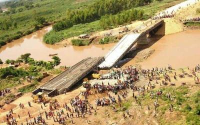 Sad how the Kenyan bridge is falling down