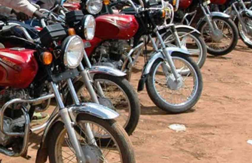 Furious boda boda riders drag randy herder out of a Probox in Homa Bay