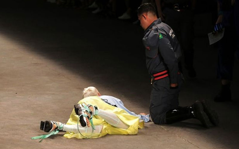 Horror: Model dies after collapsing on catwalk
