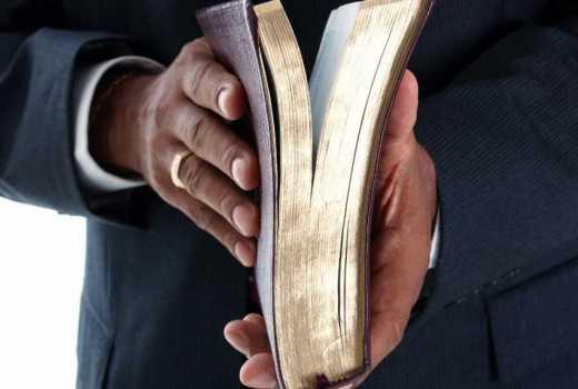 Roho mtaka kitu: Drama as randy Vihiga pastor is paraded naked