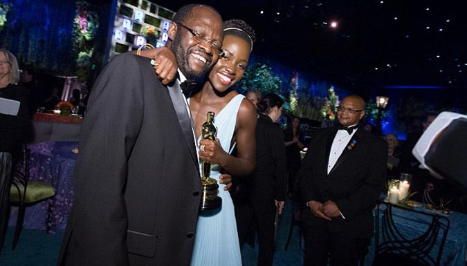 Lupita with dad at the Oscars (Photo: A.M.P.A.S/REX)