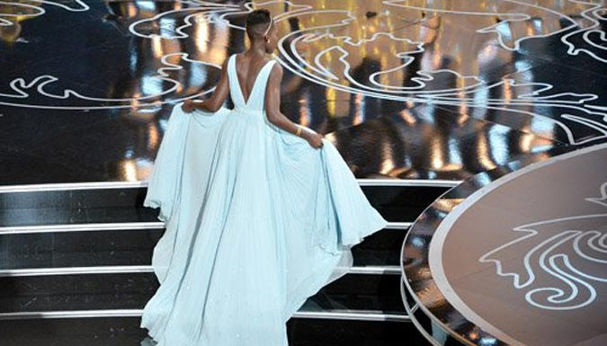 Lupita as she went to get her award (Photo: GETTY IMAGES)