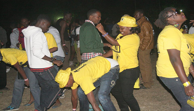 A fan pulls a  Bendover dance during Masaku 7's ru