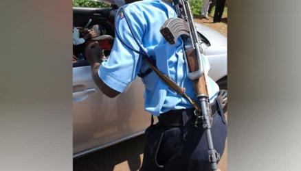Give our cops 'pocketless' uniforms- Kisumu residents