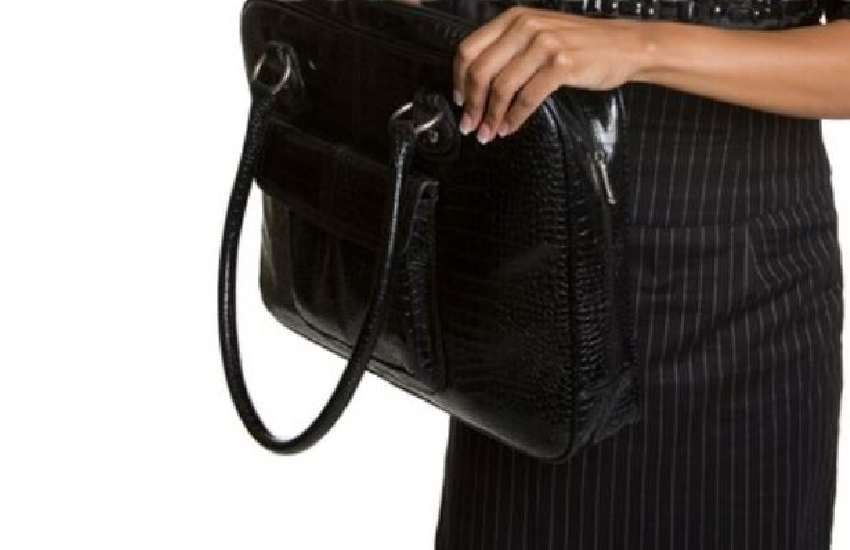10 weird things women carry in handbags