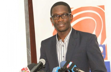 I have 4,580 unread text messages, 2,300 WhatsApp chats on my iPhone – Ezra Chiloba