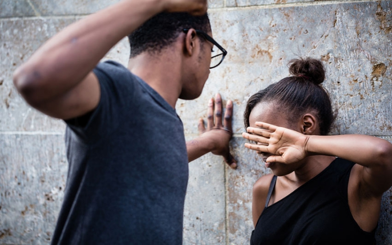 Women to blame for sticking in toxic relationships