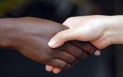 Too many desperate girls in Kenya, too few white men