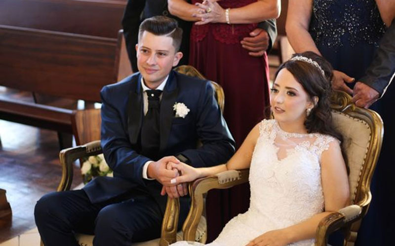 Bride gets dream wedding 10 days before dying from cancer