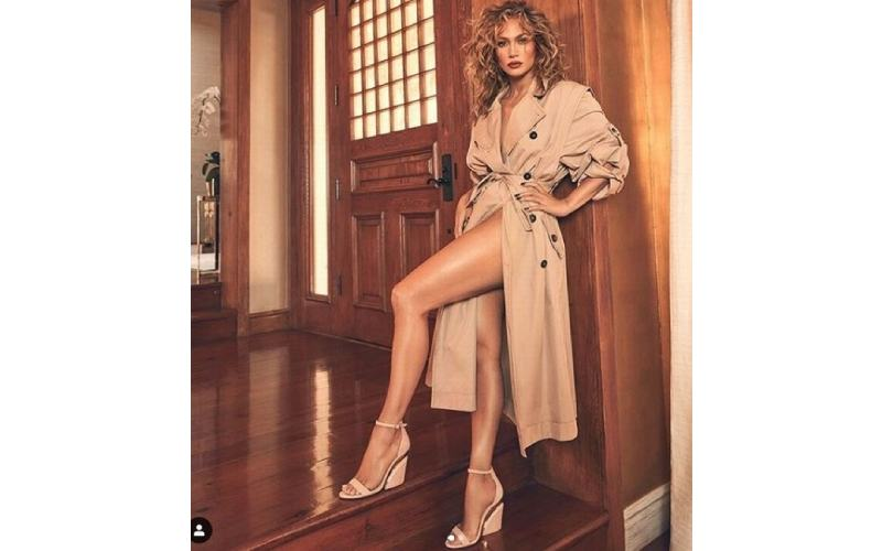 Jennifer Lopez shows off her endless legs and incredible figure in sexy trench coat