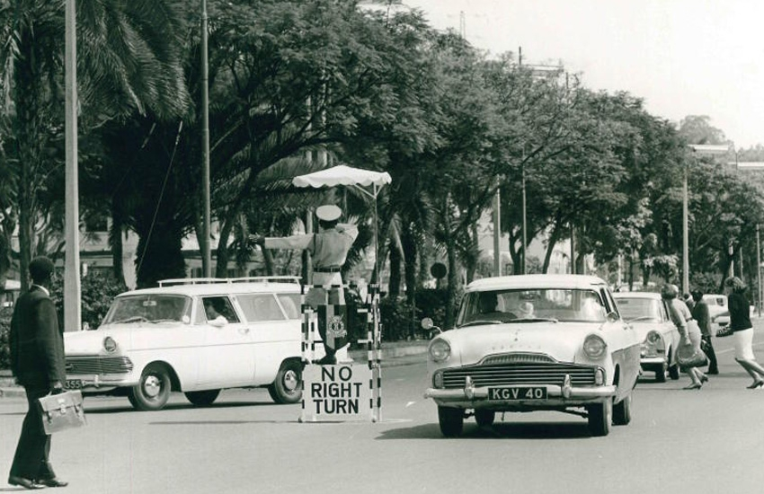 Did you know there were no traffic lights in Nairobi? Cops stood atop 'stools'