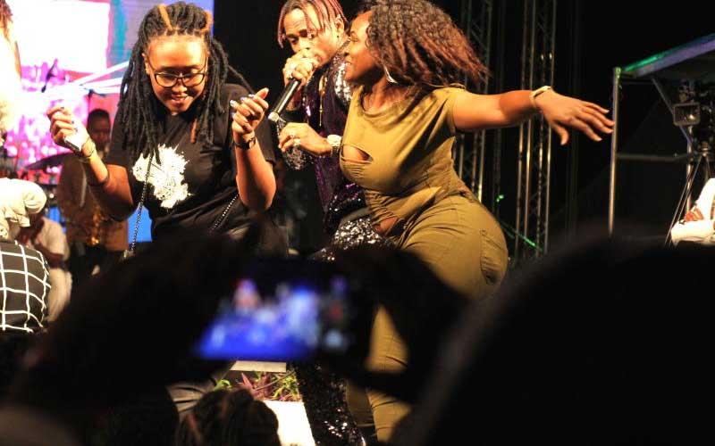 Tanzania's bongo star Diamond Platinumz with fans