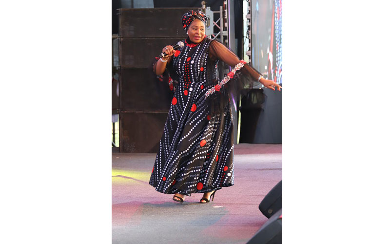 South African Song Bird Yvonne Chakachaka entertai