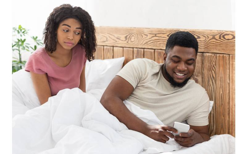Five tell signs that he is cheating on you