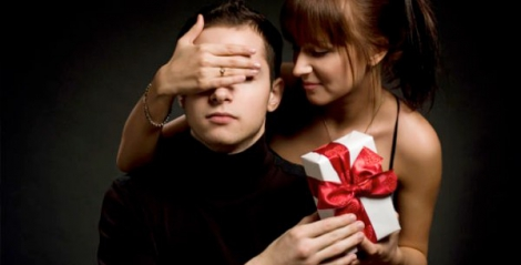 Ladies, here's why you should never buy your man gifts