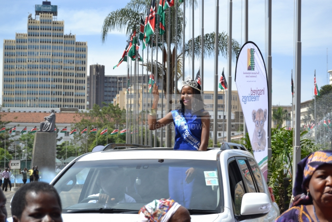 Makueni beauty arrives waving to people at the KICC