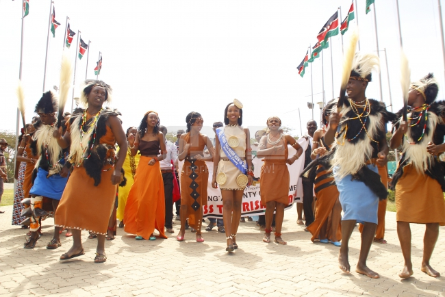 Murang'a beauty arrives in traditional attire as she is escorted with traditional dancers