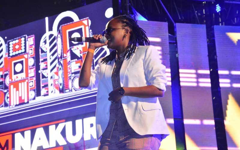 Fena Gitu performing at the Katika Festival