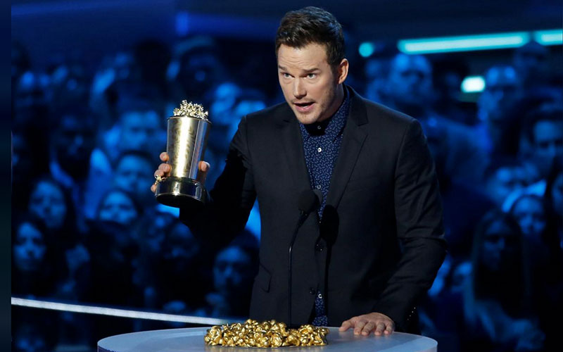 Actor Chris Pratt accepts the Generation Award. PH