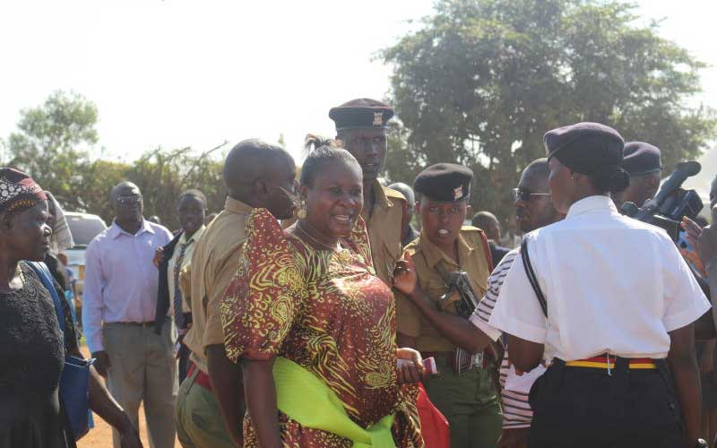 Busia woman shocks crowd with Sh100 million pledge for Uhuru