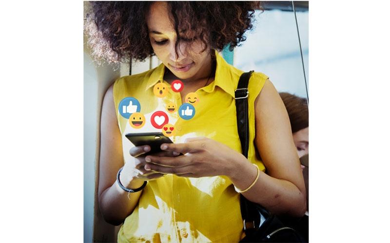 Snapchap maneno: When you date partner addicted to social media