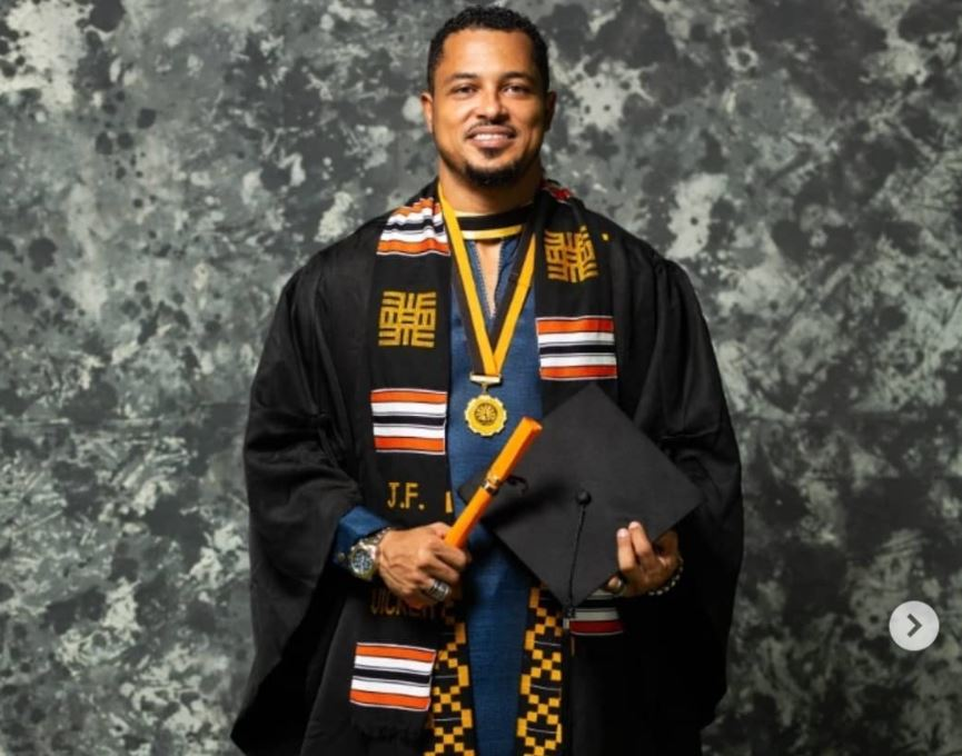 Van Vicker graduates from varsity after 24 years