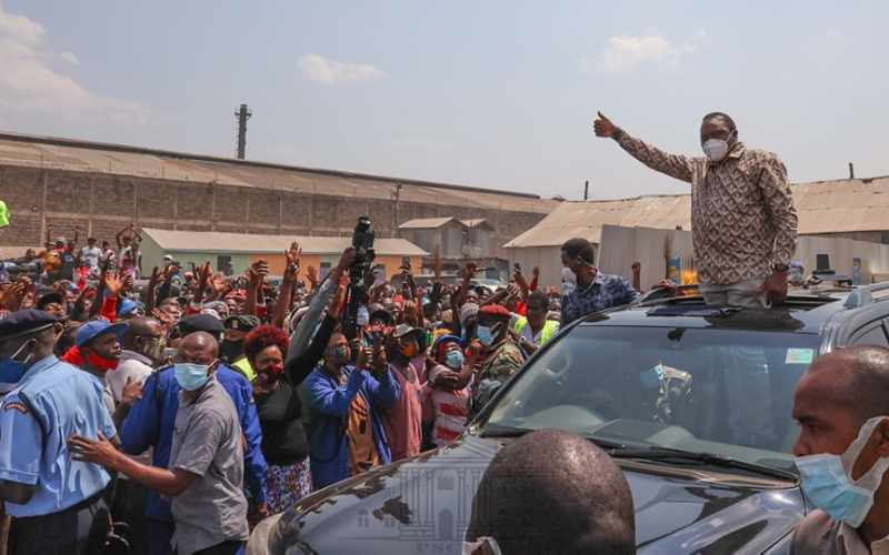 What happened to social distancing? Crowds spotted as Uhuru tours slums