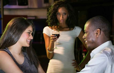 Five signs that another woman is trying to steal your man