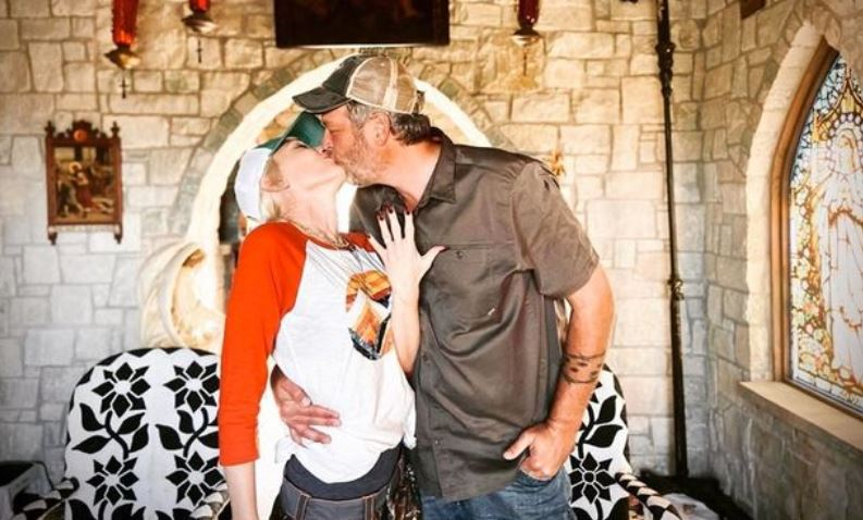 Gwen Stefani announces she's engaged to Blake Shelton with smooching snap