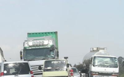 Panic as man dies while driving a trailer along Naivasha-Mai Mahiu road