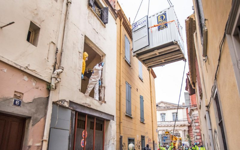 PHOTOS: 50 rescuers use crane to help 300kg man stuck in house