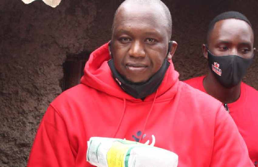 Grandpa Records CEO Refigah takes goodies to Kibra people