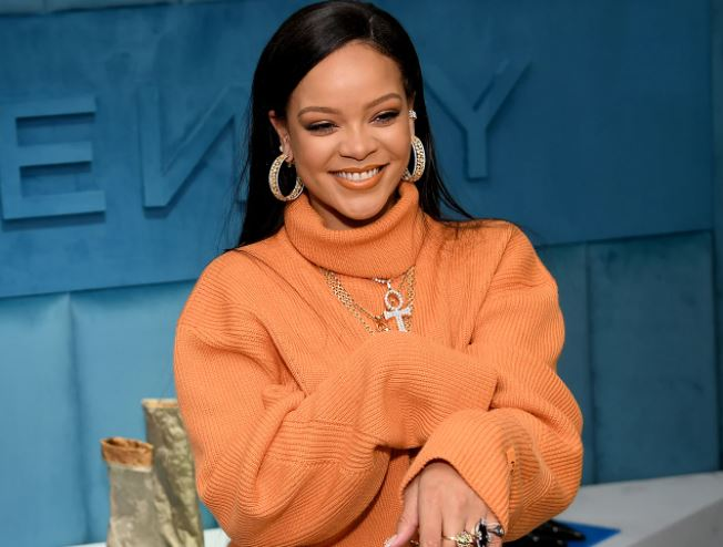 Rihanna's brutal comeback to 'ignorant' fan's morning routine criticism