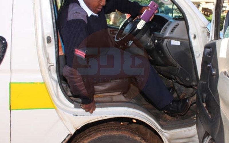 Matatu driver speeds off with policewoman arresting him